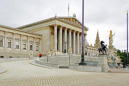 豪華で美しいフランスの国会議事堂