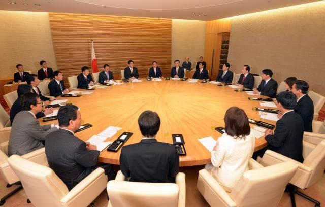 「非公開の密室」で決められている閣議決定