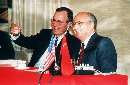 ブッシュ大統領 とゴルバチョフ書記長によるマルタ会談