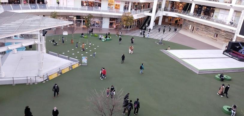 ラゾーナ川崎のルーファ広場
