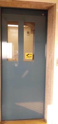マンションの狭いエレベーター
